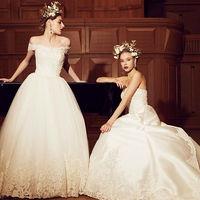 大聖堂で映えるドレスが特徴