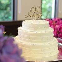豪華な三段のウエディングケーキ