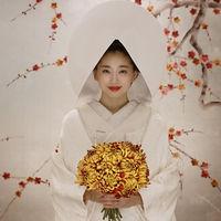 総相良刺繍で丹精込めて作られた白無垢姿で嫁ぐ。