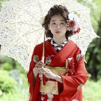 和モダンな会場には洋傘やアンティークな小物がぴったり。