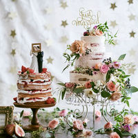ボンボニエールオリジナルデザインのネイキッドウエディングケーキ。当日が待ち遠しいと思っていただけるようなおふたりのウエディングケーキをお作りいたします。