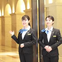 エスタシオン・デ・神戸の入り口ではいつも笑顔のインフォメーションスタッフが出迎えてくれます♪