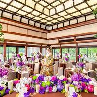 京都二条城二の丸御殿の白書院をモデルに、建設された迎賓館。漆喰風の外部や、漆塗りの風格を表現した格天井など、二条城の内部を忠実に再現。