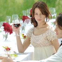 新郎新婦はゲスト席に行き、緊張することなく今までの感謝を伝えることができる