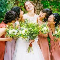 お揃いの衣裳を着れば結婚式を盛り上げる♪