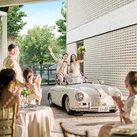 オープンカーで颯爽と登場すれば、ドラマティックなパーティのはじまり!