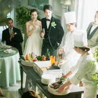 パーティを盛り上げるオープンキッチンでのフランベは、ゲストにも好評の人気演出