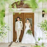 邸宅の入り口。お二人の別荘へゲストをご招待。
