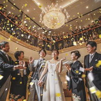 ご結婚式のフィナーレはコンフェッティのシャワーで祝福を
