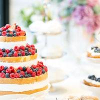 専属のパティシエがオリジナルのウエディングケーキを作ります