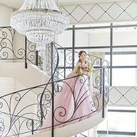 エクラの披露宴会場にあるらせん階段からの入場はロマンティックな演出として大人気!