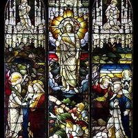 100年以上もの長い間、外国の教会で多くの幸せを見届けてきたステンドグラス