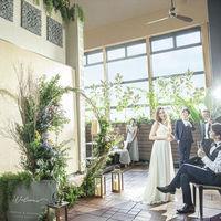 ゼフィールの披露宴会場の室内ガーデンテラスはリゾート感があり大人気!