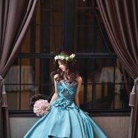 アンティーク調の落ち着いたドレス