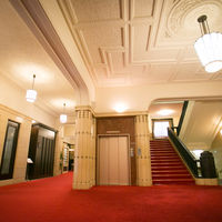 赤絨毯の1階廊下