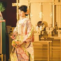 格式の中にモダンな美しさを表現できる「金箔をイメージした神前式場」。