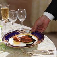 温かいお料理は温かいうちに…サービススタッフがしっかりとおもてなしいたします。
