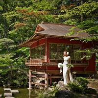 重要文化財の茶室「真珠亭」が佇む日本庭園
