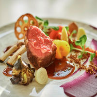 味はもちろん見た目も華やかに… 特別なお料理でテーブルの上を彩ります