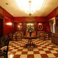 こちらはドローイングルーム。 チャペルの挙式直前のお二人のお待合所としてご利用いただけるこの会場は、お写真撮りでも大人気。