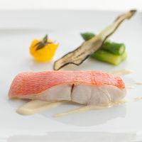 旬の素材と地野菜にこだわったお箸で食べれる「懐石フレンチ」
