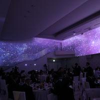 アズグレイスイチオシの360度大迫力映像は大人気アイテム!!会場内の雰囲気を40種類以上の壁紙演出で染め上げて!!ゲストの歓声が大きく、盛り上がる事間違いなし!!