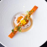 美食家のゲストにも納得いただけるお料理の数々。会場横の厨房よりタイムリーにご提供します