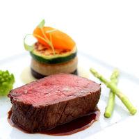 レストランウェディングならではのこだわり食材。「六甲牛」はここでしか味わえない神戸ならではのおもてなし!