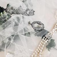 ハツコ エンドウ ウェディングスやス・ジュール・ラ、ヴェラ・ウォン ブライド銀座本店のスタイルストが、ドレススタイルがさらに輝く小物類をアドバイス