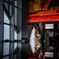 デートや記念日を過ごした、思い出の「ニューヨーク グリル」で、大切な日の記念撮影を希望されるカップルも。