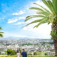 高台に位置する会場からは熊本市街から阿蘇の山々まで見渡せる絶景を独占できる