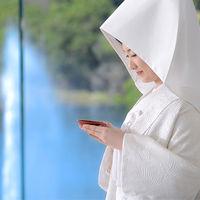 白無垢での挙式も息を呑むほどの美しさ。