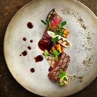 【2015年度宮城県結婚式場料理ランキング第1位】皆様のおかげで日本最大級の口コミサイトで宮城県結婚式場料理ランキング第1位を頂くことが出来ました。けやき坂彩桜邸の料理へのこだわりは、旬を迎えた新鮮な食材、美しい盛り付けそして繊細な味付け。