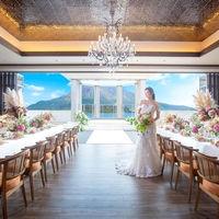 """6階天空の""""Sky Terrace""""は桜島・空・海とひとつになれる最高のロケーション。貸切の人前式やアットホームなパーティが叶う"""