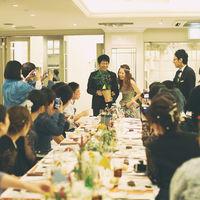 おふたり共にお色直しチェンジ!再入場後は各テーブルにご挨拶まわり。