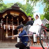 護王神社挙式では新郎新婦様は人力車で京都ガーデンパレスまでご案内