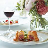 皆様から長年愛されている オーベルジュ・ド・リルのスペシャリテ <牛フィレ肉とフォアグラ・トリュフのパイ包み>