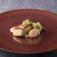 伊勢神宮奉納を使った魚料理。和テイストで