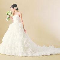 館内に衣裳サロンを併設、最新のドレスから人気のドレスまで多数ご用意