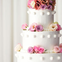 ウエディングケーキは幸福・豊かさの象徴。 ホテルオリジナルからおふたりのオンリーワンまで♪