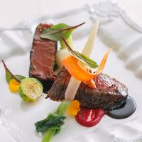 オープンキッチンから運ばれる料理は、温かいものは温かく、冷たいものは冷たく、ベストな状態で