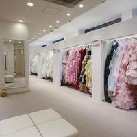 新郎新婦はもちろん、親御様やお子様、ゲストの方の衣装もレンタル可能です