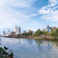 【歴史】 大阪の発展に大きな影響を与えてきた大川の川岸にそびえる地上20階の貸切ウェディング