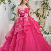 ビビットなピンクがとっても印象的な一着。お写真にもキレイに残ります★