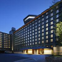 2016年秋にリニューアルしたホテル。おふたりとゲストを温かくお迎えします。