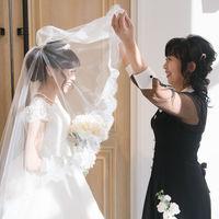 花嫁を包み込むベールダウンセレモニーで、大切な人との感動のシーンを