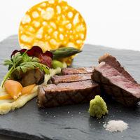 モダンな中にもしっかりとした食材選びにこだわったゲストに大好評の和牛料理