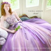 ローラアシュレイの新作ドレス。ニュアンスのあるラベンダーカラーがおしゃれ。
