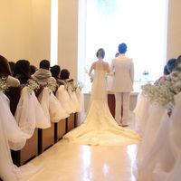おふたりの背中越しに広がる景色は、ゲストにとっても印象深い結婚式になることでしょう。