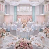 ピンク&ローズの【セレナーデ】は、花嫁を一番輝かせてくれるロマンティック空間。夢のような時間を過ごして。